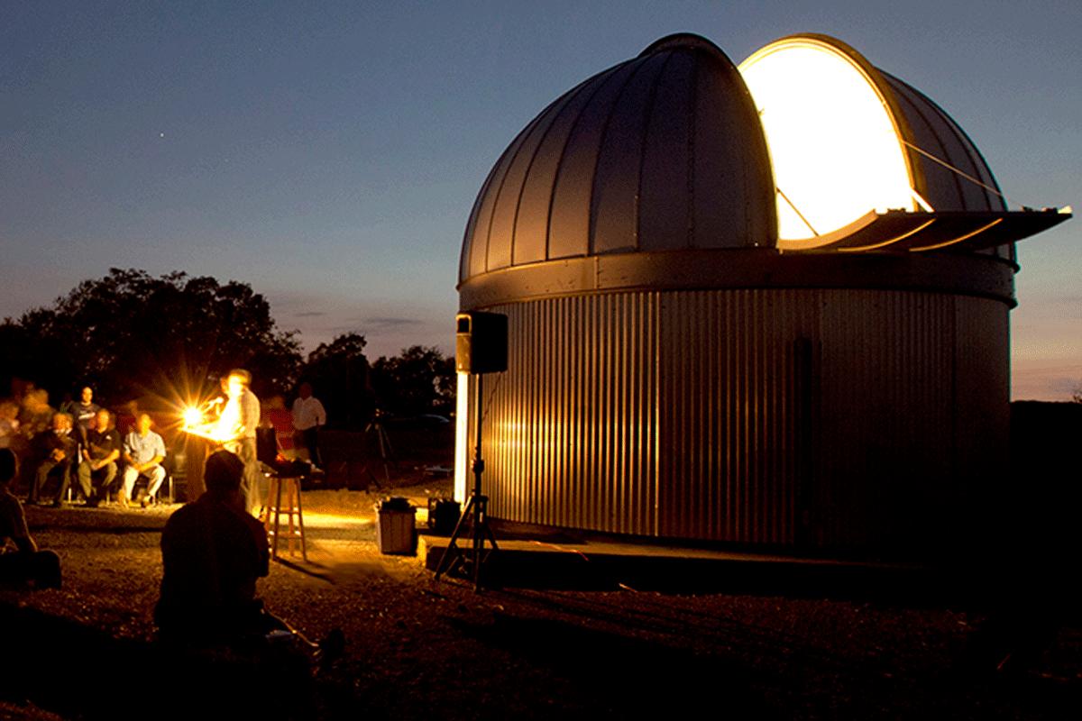 Night image of MTSU observatory
