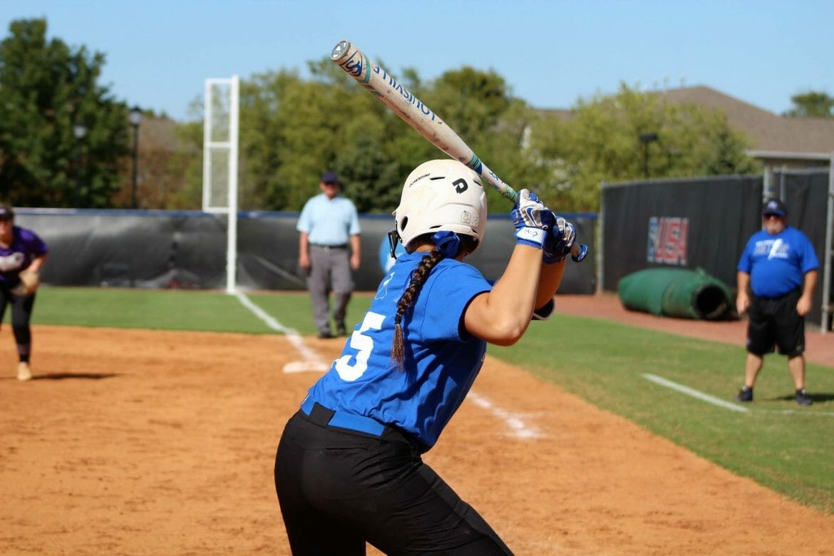 Jocelynn De La Cruz playing softball.