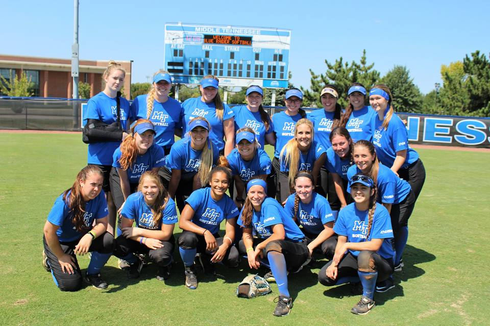 MTSU Softball team posing for a picture. Photo by: Janelle Johnson.