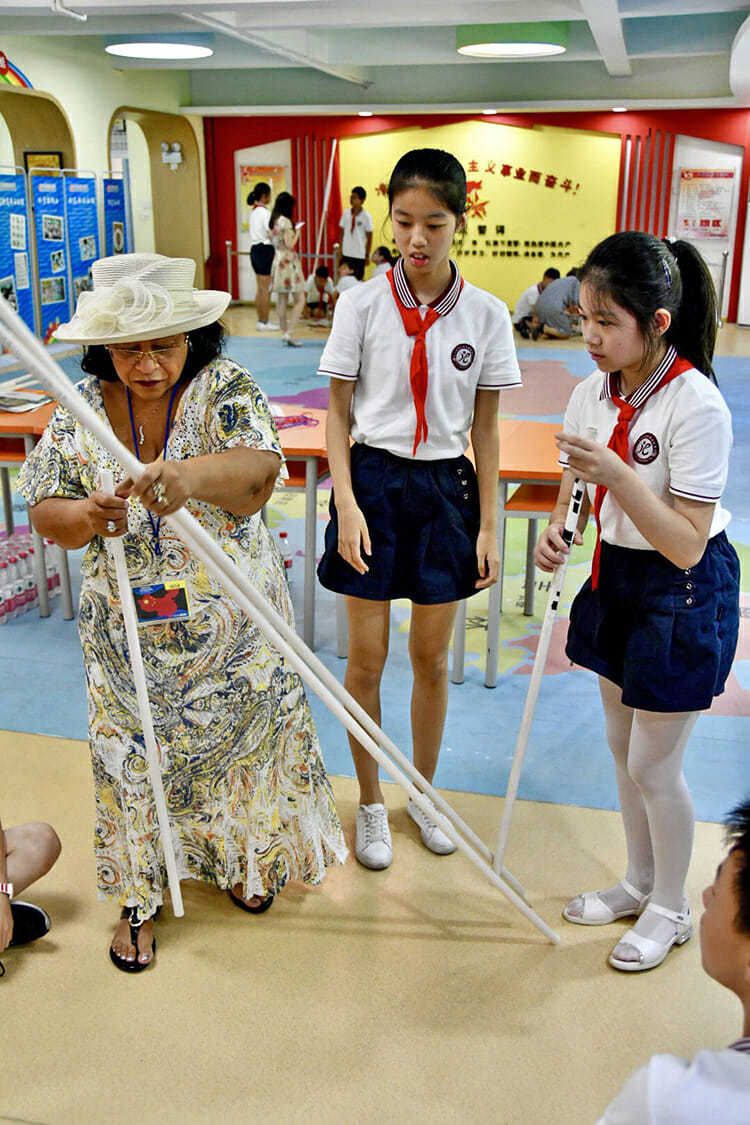 MTSU first lady Elizabeth McPhee, a retired Murfreesboro City Schools teacher, conducts a classroom demonstration Monday, July 16, for Chinese students at Dongcheng Educational Group in Hangzhou, China. (MTSU photo by Andrew Oppmann)