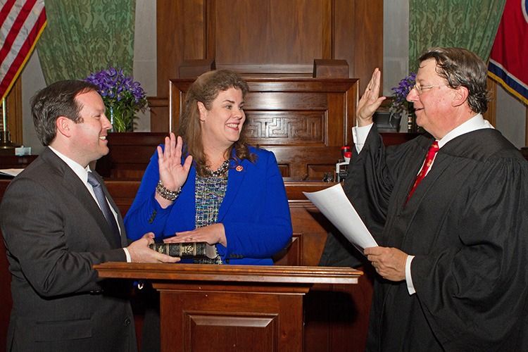 MTSU alumna and state Sen. Dawn White, center, is sworn in Tuesday, Jan. 8, to her 13 District Senate seat at the state Capitol in Nashville, Tenn. (MTSU photo by James Cessna)
