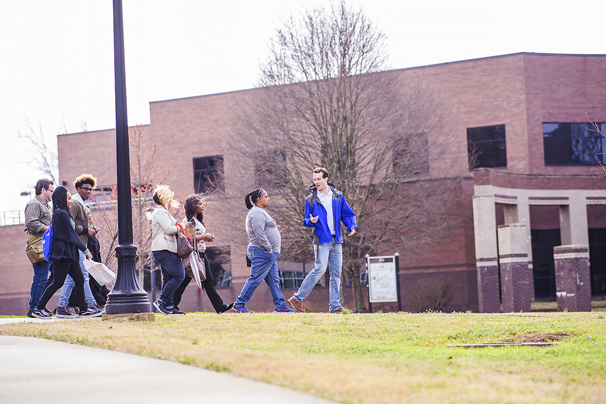 An MTSU student tour guide leads a group on a preview day tour.