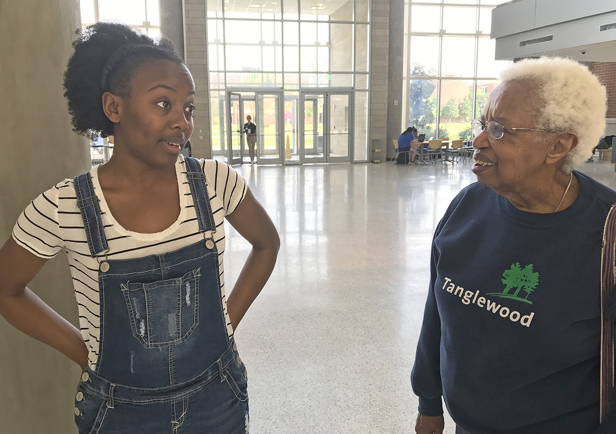 Noted chemist Jeanette Brown, right, met junior biochemistry major Alexah Lyons of Murfreesboro during a recent campus visit in the Science Building. Lyons told her of plans to one day be a physician's assistant.