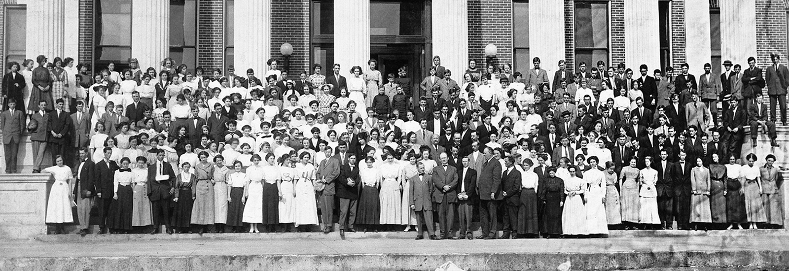 Members of the inaugural class of students at Middle Tennessee State Normal School pose with faculty and administrators on the steps of Kirksey Old Main in 1911. (MTSU file photo)