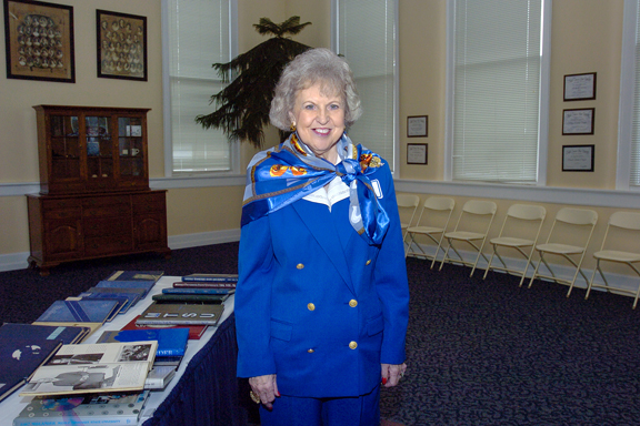 "One of MTSU's most loyal alumni, Dr. Liz Rhea proudly displays hwe ""I AM true BLUE"" sign during a university Capital Campaign luncheon. The Murfreesboro resident and Eagleville, Tenn., native died Thursday, May 30. (MTSU file photo by Andy Heidt)"