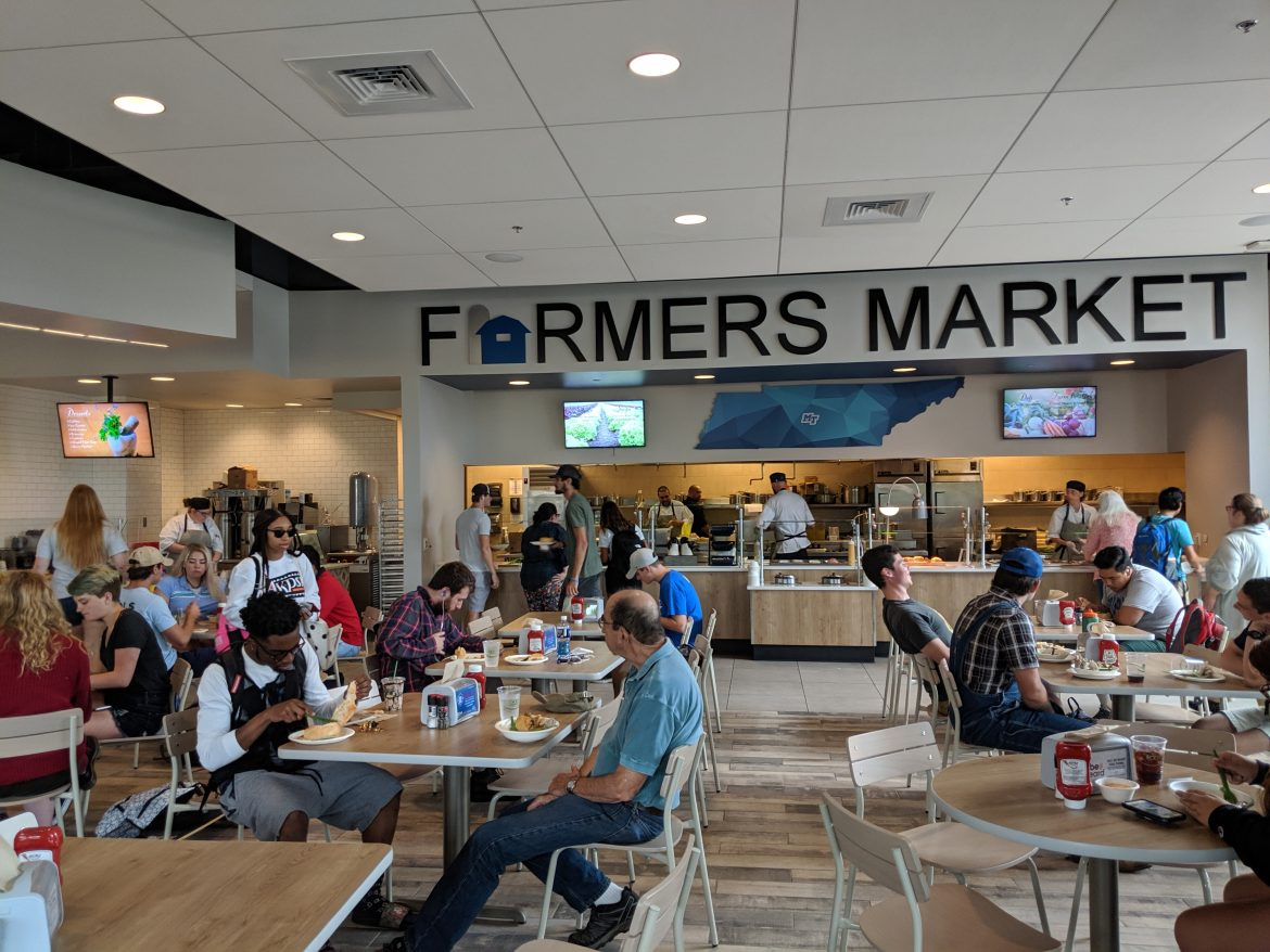Students and faculty gather in the popular new Farmers Market Dining Hall.
