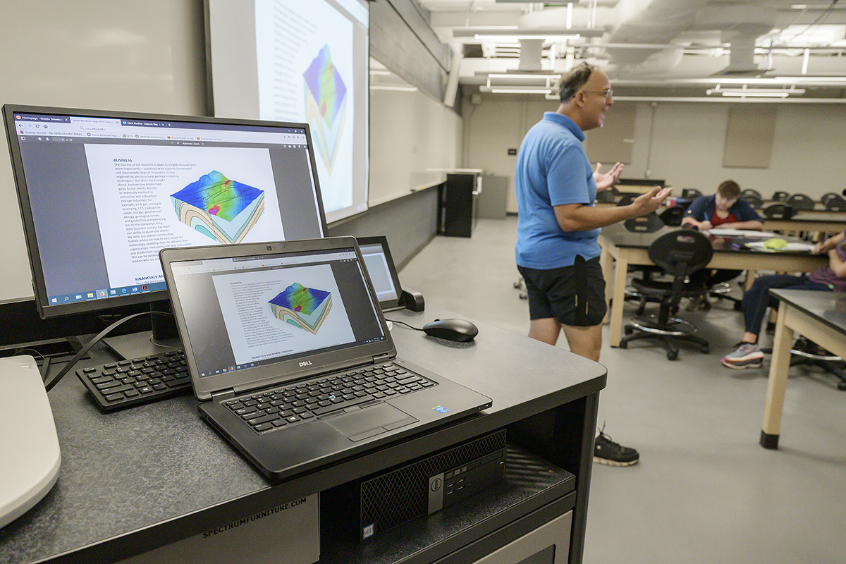 During class in a Davis Science Building lab, MTSU professor Mark Abolins explains to his structural geology students how the Petroleum Experts Limited Move Suite software will help them become more adept at geomapping and enhance their career prospects. (MTSU photo by Andy Heidt)