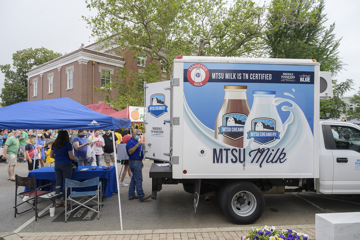 A number of Main Street Murfreesboro Saturday Market customers line up to purchase milk from the MTSU Creamery Saturday, June 6. MTSU sold out of milk in less than three hours in its first time to participate in the market, which runs from 8 a.m. to noon every Saturday until Sept. 26. (MTSU photo by Andy Heidt)