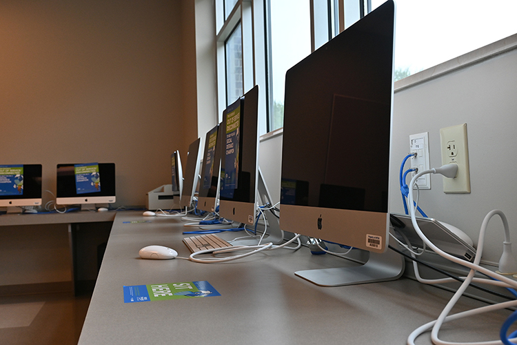 "The ""Teacher Candidate HUB"" at Middle Tennessee State University's College of Education offers access to technology, refreshments and other resources for its aspiring teachers. (MTSU photo by Stephanie Barrette)"