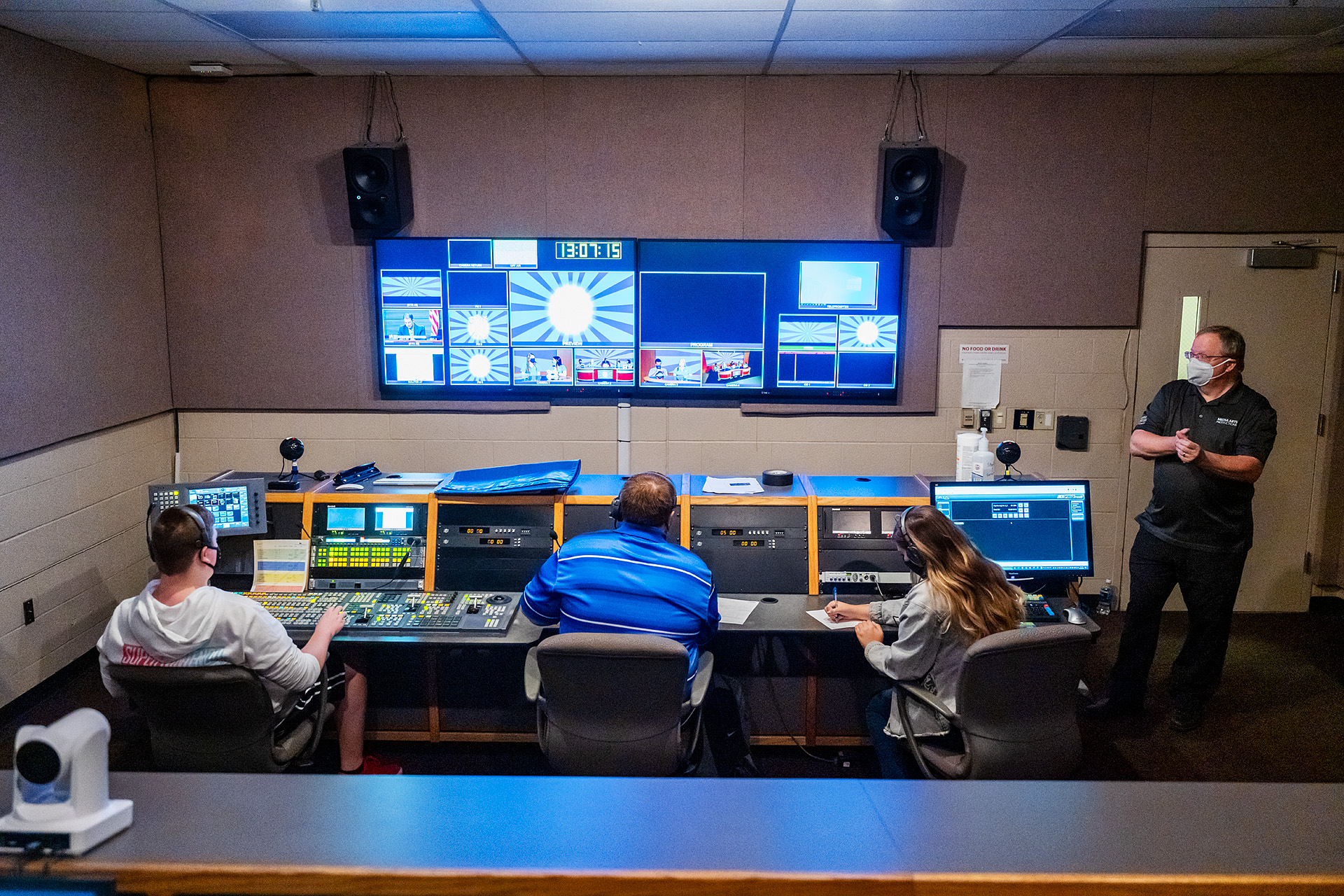 "MTSU Department of Media Arts students produce one of six episodes of their game show ""Don't @ Me"" in Studio 1 of the Bragg Media and Entertainment Building as professor Robert ""Bob"" Gordon Jr., right, looks on. From left are students Walker Oakes, Ryan Tyler and Jordyn Lee and Gordon. (MTSU photo by Andy Heidt)"