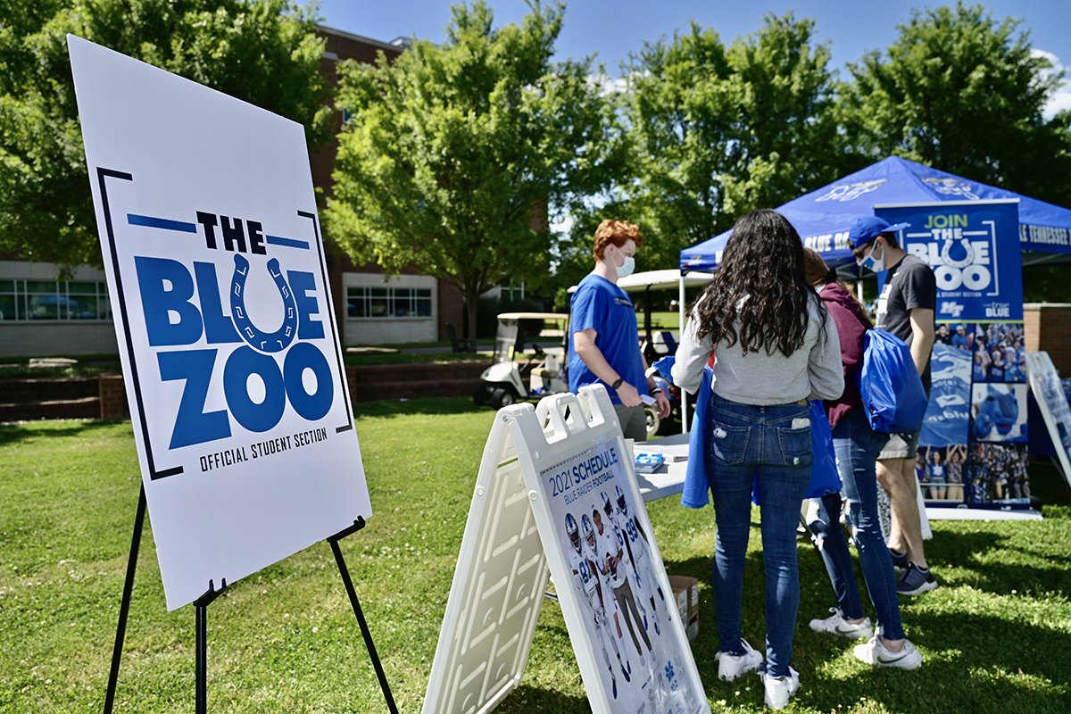 New MTSU freshmen students attending the recent CUSTOMS orientation learn about The Blue Zoo student pep organization. A variety of campus departments and student organizations participated in the Yard Party in the Student Union Commons that helped wrap up the one-day orientation for new students. (MTSU photo by Andy Heidt)