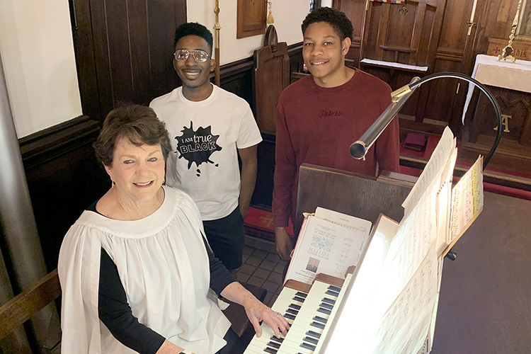 """Schéry Collins, left, organist for St. Thomas Episcopal Church in Abingdon, Va., and MTSU journalism students Darius White and Jordan Cobbs pause for a photo after their interview during MTSU journalism professor Leon Alligood's summer 2021 """"Road Trip"""" feature writing class trip to Bristol, Tenn., and surrounding communities. (photo courtesy of Leon Alligood)"""