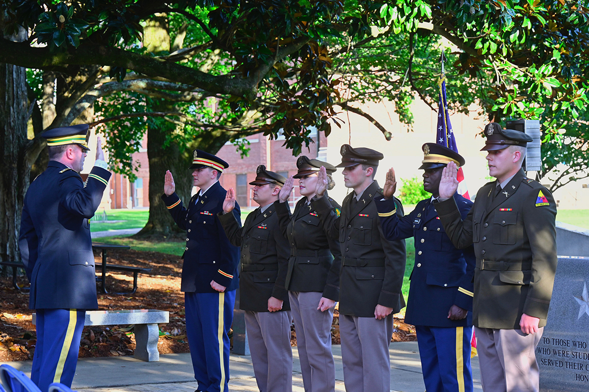 U.S. Army Lt. Col. Carrick McCarthy, left, administers the Army Oath as these former cadets are being commissioned as second lieutenants during a recent outdoor ceremony at the Veterans Memorial outside the Tom H. Jackson Building on campus. The newly commissioned officers include James Wright, left, of Old Fort, Tenn., Daniel Diaz-McFarland of Lynchburg, Tenn., Kylee Harrison of Rockvale, Tenn., Nathan Jones of Acworth, Ga., Fabrice Uwimana and Tanner Campbell of Smyrna, Tenn. They graduated Aug. 7 from MTSU. (MTSU photo by Cat Curtis Murphy)