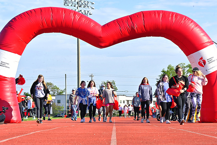 Under an inflatable heart-shaped canopy, participants embark on the 2021 Rutherford County Heart Walk at Dean A. Hayes Track and Soccer Stadium Sept. 25. (MTSU photo by Cat Curtis Murphy)