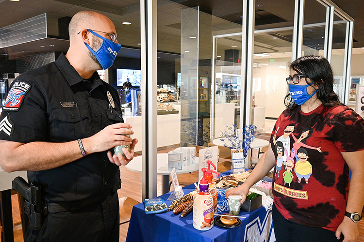 Middle Tennessee State University Sgt. Jason Hurley discusses video games and popular culture with MTSU sophomore Marlene Habib at the department's Coffee with a Cop outreach event hosted on campus on Sept. 29, 2021. (MTSU photo by Stephanie Barrette)