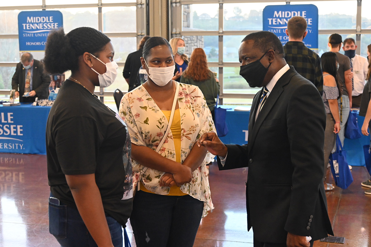 MTSU President Sidney A. McPhee, right, learns that Analiese Poe, a sophomore at Northwest High School in Clarksville, Tenn., was among the True Blue 100 as a freshman. Poe, 15, attended the True Blue Tour event with her mother, Karissa Poe, Tuesday, Sept. 28, at the Wilma Rudolph Event Center. Analiese Poe has academic interests in biology and biochemistry. (MTSU photo by Andrew Oppmann)